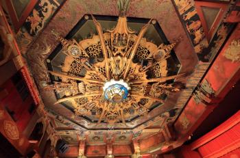 TCL Chinese Theatre, Hollywood: Central Lighting Fixture