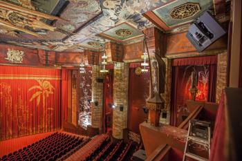 TCL Chinese Theatre, Hollywood: House Right from Grauman's Box