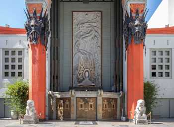 TCL Chinese Theatre, Hollywood: Entrance from Forecourt