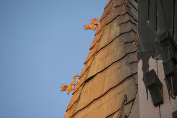 TCL Chinese Theatre, Hollywood: Dragons on pagoda roof