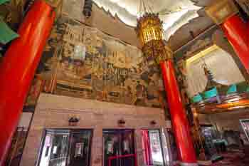 TCL Chinese Theatre, Hollywood: Lobby from House Right