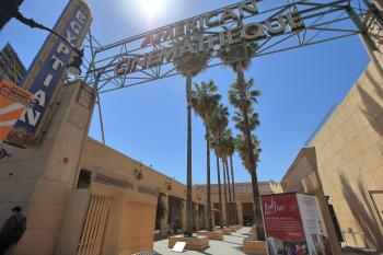 Egyptian Theatre, Hollywood: Forecourt Entrance from street