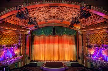 El Capitan Theatre, Hollywood: Stage from Balcony for Mary Poppins Returns