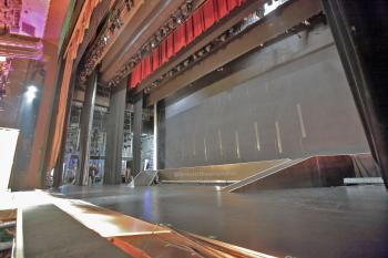 El Capitan Theatre, Hollywood: Stage from Footlights