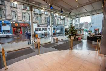 Royal Lyceum Theatre Edinburgh: Lobby at Christmas