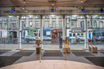 Royal Lyceum Theatre Edinburgh: Lobby looking to street