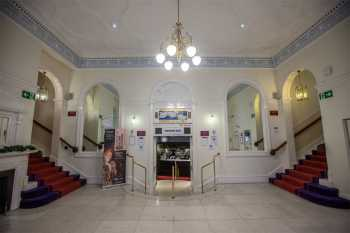Royal Lyceum Theatre Edinburgh: Lobby Center