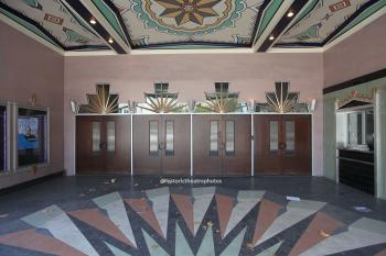 Saban Theatre, Beverly Hills: Exterior Lobby