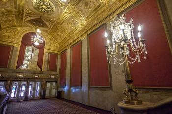 Warner Theatre, Washington DC: Lobby looking back to Entrance