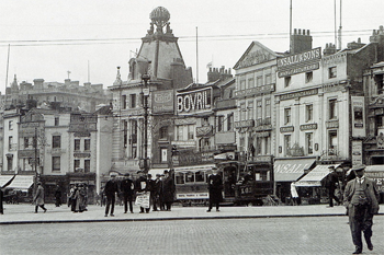 1914 photograph showing original tower roof with rotating 'Hippodrome' sculpture, similar to that still in place at the London Coliseum (PNG)