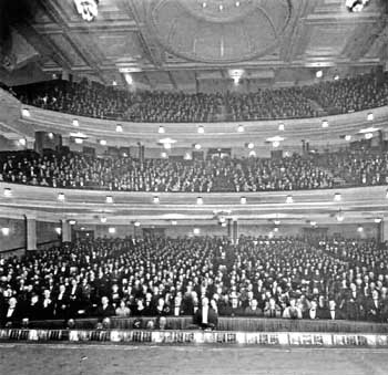 "The first night audience for ""Show Boat"" at the Empire Theatre on 1st October 1928, following the major remodeling by W. and T.R. Milburn (JPG)"