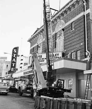 "Removal of ""Paramount"" Blade Sign in 1974, courtesy Austin American-Statesman Negative Collection (JPG)"
